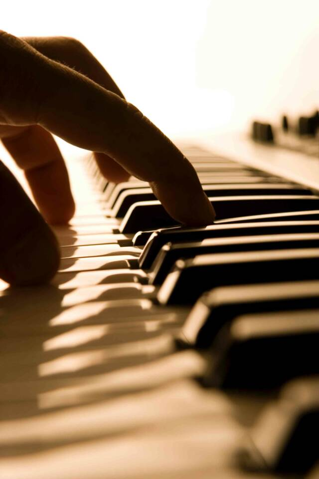Pianist- Tuscan Weddings and Events